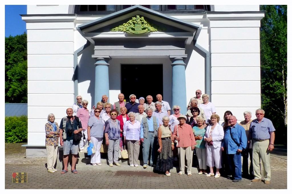 Представители ветеранских организаций у мавзолея Барклая-де-Толли(фото Олег Кошелкин)