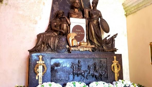 Надгробный монумент в мавзолее М.Б.Барклая-де-Толли (фото Ю.Калинина)